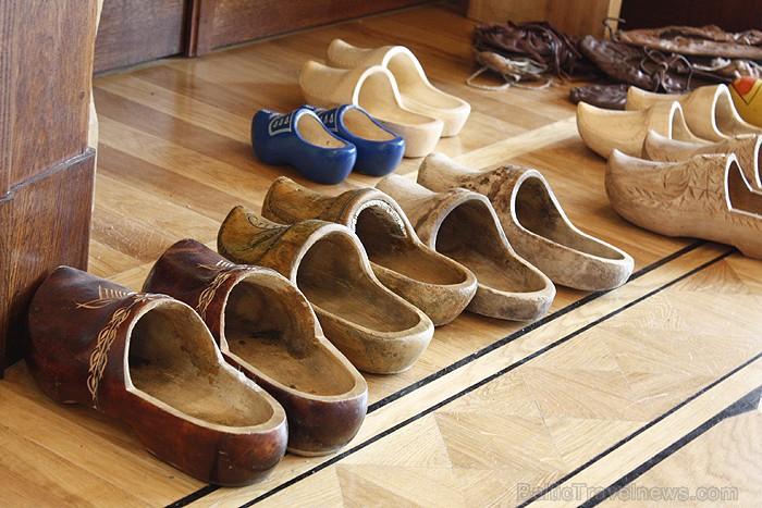 Viena no piedāvātajām ir apavu izstāde
