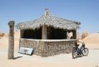 Vēja darinātās smilšu klintis Dbebcha ciemā (Tunisijā) 7