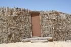 Vēja darinātās smilšu klintis Dbebcha ciemā (Tunisijā) 13