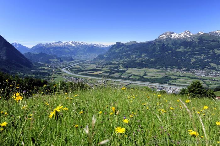 Lihtenšteina ir mazākā, bet bagātākā vāciski runājošā valsts pasaulē un vienīgā Alpu valsts, kuras teritorija pilnībā atrodas Alpos. Foto: Liechtenste 86523