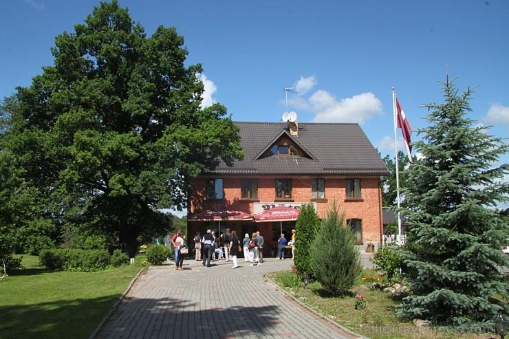 Viesu nams «Pūteļkrogs», kas atrodas Jelgavas novada Zaļenieku pagastā (apmēram 3 km no Tērvetes)