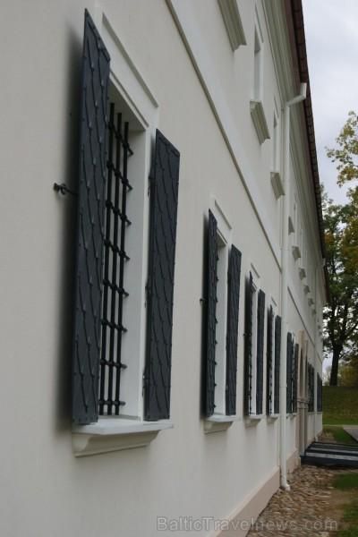 Birži atrodas Lietuvas ziemeļos, netālu no Bauskas, Skaistkalnes un Neretas. Tā ir ideāla vieta vienas dienas izbraucienam, tajā ir dažādi apskates ob