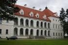 Birži atrodas Lietuvas ziemeļos, netālu no Bauskas, Skaistkalnes un Neretas. Tā ir ideāla vieta vienas dienas izbraucienam, tajā ir dažādi apskates ob 1