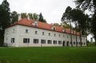 Birži atrodas Lietuvas ziemeļos, netālu no Bauskas, Skaistkalnes un Neretas. Tā ir ideāla vieta vienas dienas izbraucienam, tajā ir dažādi apskates ob 2