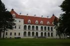 Birži atrodas Lietuvas ziemeļos, netālu no Bauskas, Skaistkalnes un Neretas. Tā ir ideāla vieta vienas dienas izbraucienam, tajā ir dažādi apskates ob 3