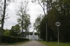 Birži atrodas Lietuvas ziemeļos, netālu no Bauskas, Skaistkalnes un Neretas. Tā ir ideāla vieta vienas dienas izbraucienam, tajā ir dažādi apskates ob 21