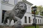 Birži atrodas Lietuvas ziemeļos, netālu no Bauskas, Skaistkalnes un Neretas. Tā ir ideāla vieta vienas dienas izbraucienam, tajā ir dažādi apskates ob 24