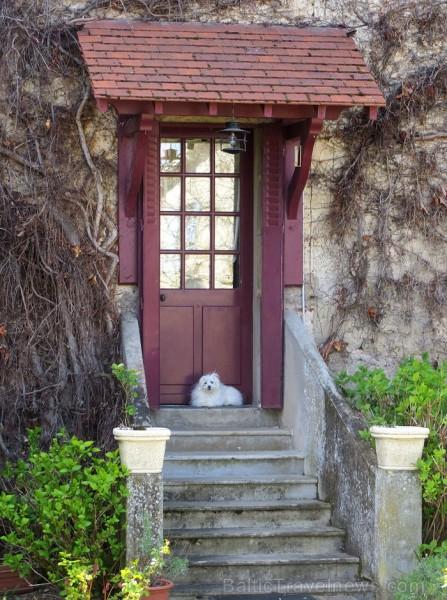 Brīnumains viduslaiku ciems Charroux gaida ciemos romantikas mīlētājus www.charroux.com 119869