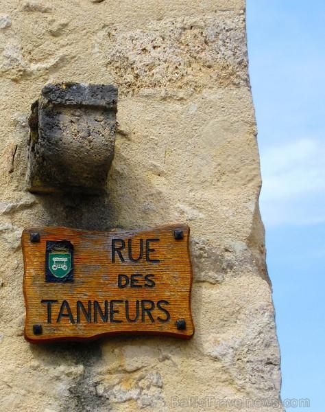 Brīnumains viduslaiku ciems Charroux gaida ciemos romantikas mīlētājus www.charroux.com 119880