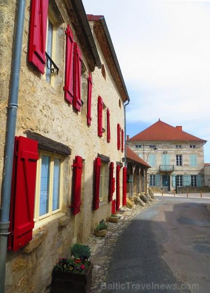 Brīnumains viduslaiku ciems Charroux gaida ciemos romantikas mīlētājus www.charroux.com 119881
