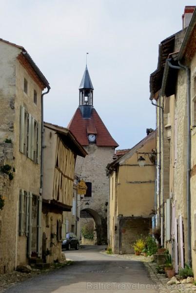 Brīnumains viduslaiku ciems Charroux gaida ciemos romantikas mīlētājus www.charroux.com 119882
