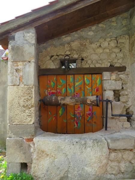 Brīnumains viduslaiku ciems Charroux gaida ciemos romantikas mīlētājus www.charroux.com 119883