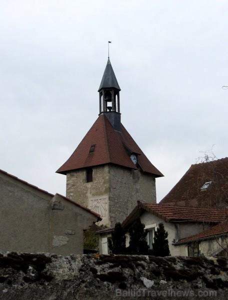 Brīnumains viduslaiku ciems Charroux gaida ciemos romantikas mīlētājus www.charroux.com 119888