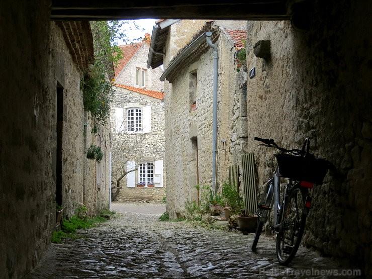 Brīnumains viduslaiku ciems Charroux gaida ciemos romantikas mīlētājus www.charroux.com 119890