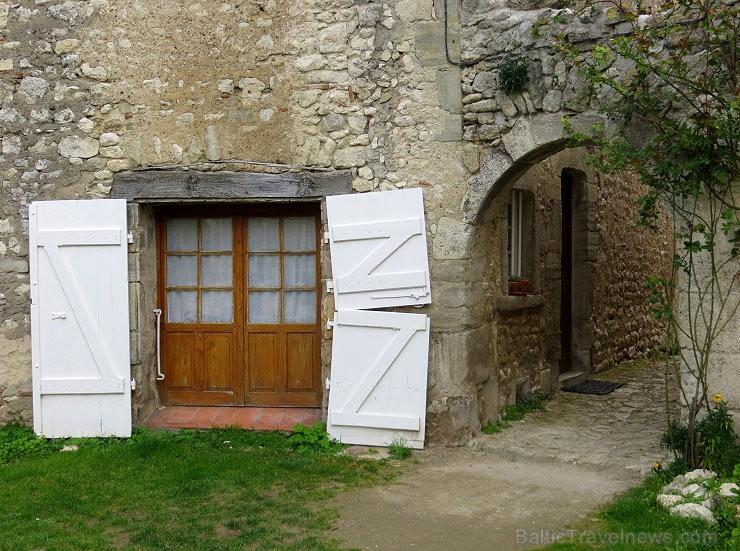Brīnumains viduslaiku ciems Charroux gaida ciemos romantikas mīlētājus www.charroux.com 119896