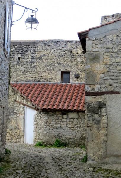 Brīnumains viduslaiku ciems Charroux gaida ciemos romantikas mīlētājus www.charroux.com 119898