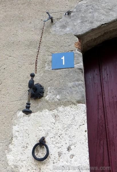 Brīnumains viduslaiku ciems Charroux gaida ciemos romantikas mīlētājus www.charroux.com 119905