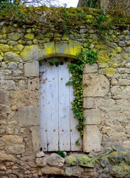 Brīnumains viduslaiku ciems Charroux gaida ciemos romantikas mīlētājus www.charroux.com 119909