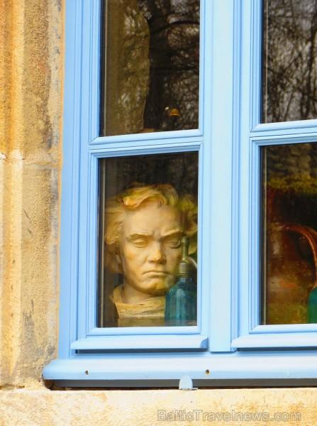Brīnumains viduslaiku ciems Charroux gaida ciemos romantikas mīlētājus www.charroux.com 119912