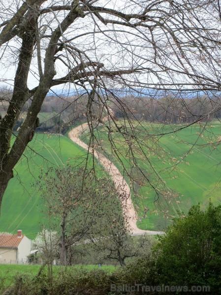 Brīnumains viduslaiku ciems Charroux gaida ciemos romantikas mīlētājus www.charroux.com 119913