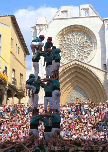 Katalonijas kasteljeri pārsteidz tūristus ar cilvēku torņiem