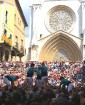 Katalonijas kasteljeri pārsteidz tūristus ar cilvēku torņiem 16