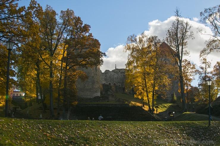 Cēsis ir brīnišķīga pilsēta zelta rudens baudīšanai