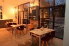 Restorāns Cēsīs «Izsalkušais Jānis» priecē ar mājīgu un siltu atmosfēru 13