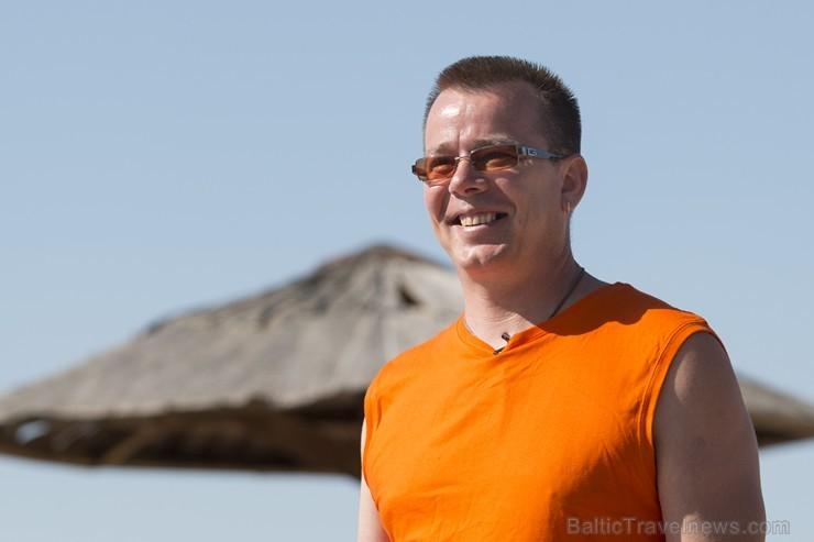 Limbažu Lielezera pludmalē paceļ Zilo karogu