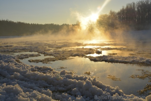 Valmiera ar Gauju līkumotu - pilsētas iedzīvotājus priecē skaisti un sniegoti skati