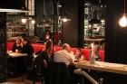 Travelnews.lv redakcija apciemo burgernīcu «Street Burgers» Blaumaņa ielā, Rīga 12
