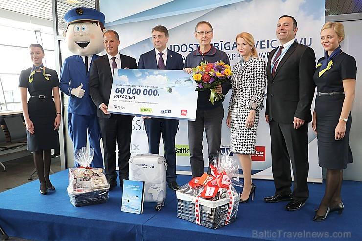 Starptautiskā lidosta «Rīga» sagaida 19.04.2017 pasažieri no Zviedrijas ar numuru 60 000 000