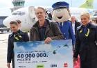 Starptautiskā lidosta «Rīga» sagaida 19.04.2017 pasažieri no Zviedrijas ar numuru 60 000 000 7