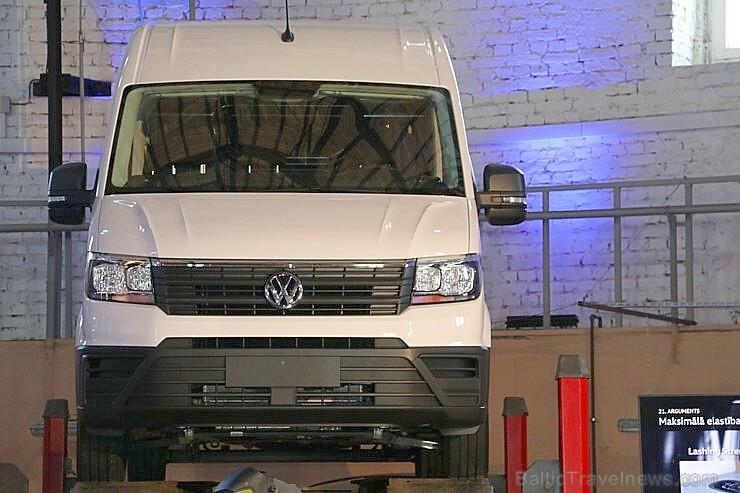 Travelnews.lv redakcija 19.04.2017 iepazīst jauno mikroautobusu Volkswagen Crafter