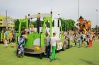 Ar ziepju burbuļu salūtu Rīgā atklāj Centra sporta kvartāla rotaļu laukumu 25