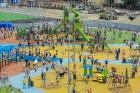 Ar ziepju burbuļu salūtu Rīgā atklāj Centra sporta kvartāla rotaļu laukumu 28