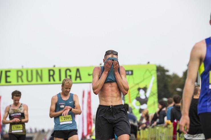 Rīgas centrā notiekošajā rudens skrējienā «We Run Riga» dalību ņem vairāk nekā 9000 skrējēju