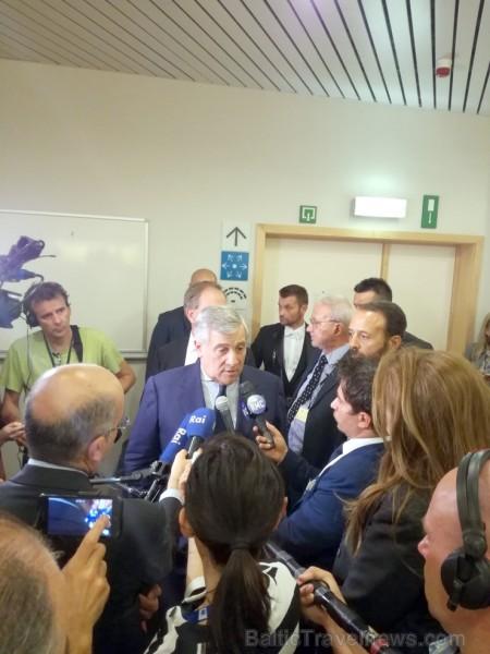Pilsētā arī ļoti aktīvi darbojas žurnālisti un politiķiem (šajā gadījumā Eiropas Parlamenta prezidentam Antonio Tajani) dzīve nemaz tik viegla nav - i