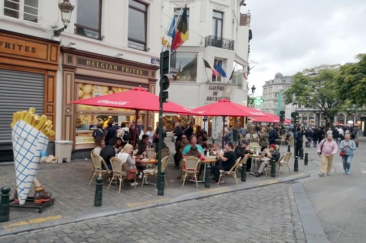 Taču vecpilsētas centrā patiešām beļģu frī (tāpat kā vafeles) ir gana populāra lieta. Tomēr vēl vairāk ir dažādi konkrēti restorāni (amerikāņu, taizem