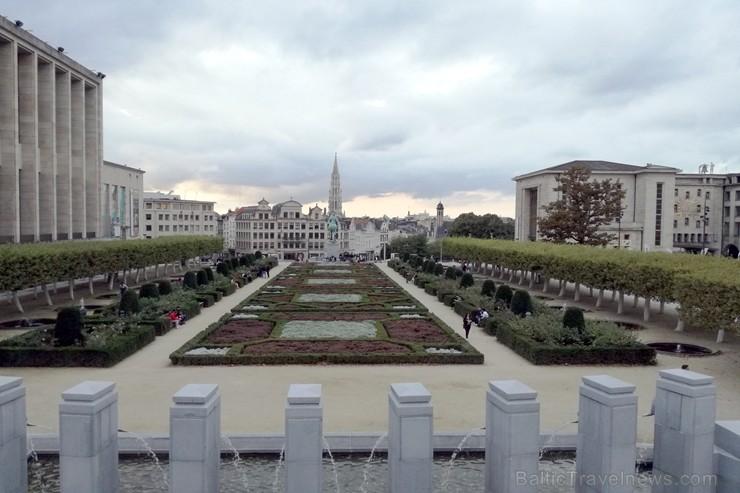 Kurš gan nav, vismaz bildēs redzējis šo parku - Mont des Arts.