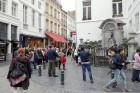 Turpat netālu meklējams arī Briseles simbols - čurājošais puisēns, ap kuru ir vērojama ļoti liela tūristu interese un kustība. 5