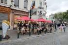 Taču vecpilsētas centrā patiešām beļģu frī (tāpat kā vafeles) ir gana populāra lieta. Tomēr vēl vairāk ir dažādi konkrēti restorāni (amerikāņu, taizem 11