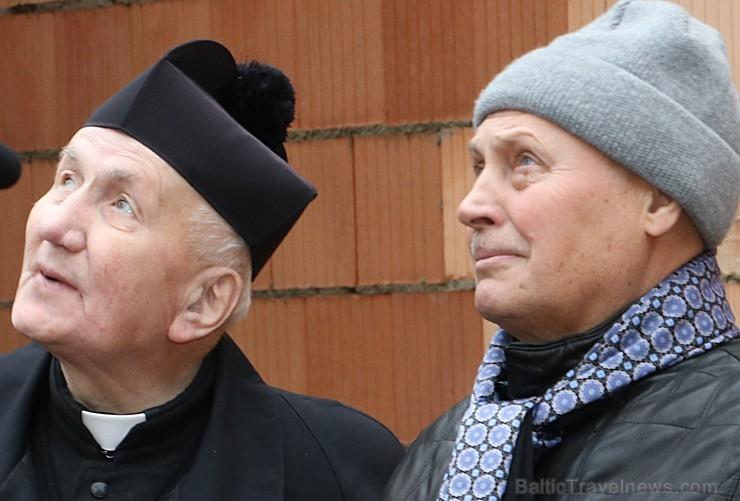 Ikšķiles Svētā Meinarda Romas katoļu draudzes dievnams 8.11.2017 svin spāru svētkus