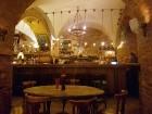 Travelnews brīvdienās apmeklē Vecrīgas latviskāko pagrabu -«Folkklubu Ala» un pieveic «Brīvdienu divsprīžu karbonādi» 6