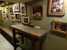Travelnews brīvdienās apmeklē Vecrīgas latviskāko pagrabu -«Folkklubu Ala» un pieveic «Brīvdienu divsprīžu karbonādi» 16