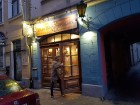 Travelnews brīvdienās apmeklē Vecrīgas latviskāko pagrabu -«Folkklubu Ala» un pieveic «Brīvdienu divsprīžu karbonādi» 20
