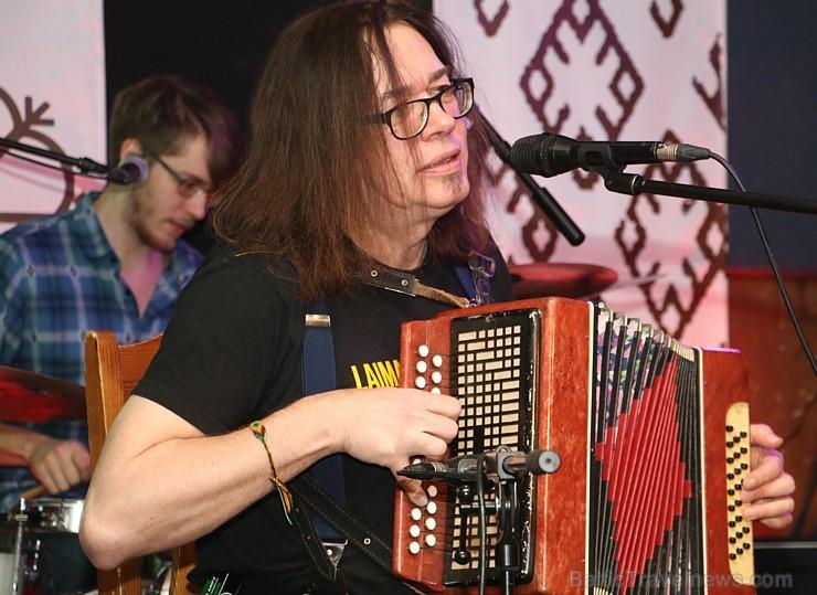 Travelnews.lv konstatē, ka Vecrīgas «Folkklubs Ala Pagrabs» ir ļoti populārs jauniešu un ārzemnieku vidū
