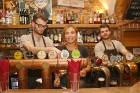 Travelnews.lv konstatē, ka Vecrīgas «Folkklubs Ala Pagrabs» ir ļoti populārs jauniešu un ārzemnieku vidū 1