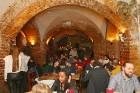 Travelnews.lv konstatē, ka Vecrīgas «Folkklubs Ala Pagrabs» ir ļoti populārs jauniešu un ārzemnieku vidū 8