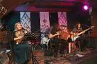 Travelnews.lv konstatē, ka Vecrīgas «Folkklubs Ala Pagrabs» ir ļoti populārs jauniešu un ārzemnieku vidū 9